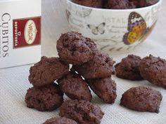 Sólo hay una cosa mejor que unas cookies, ¡unas cookies con doble de chocolate! DOUBLE CHOCOLATE COOKIES Ingredientes 100g mant...