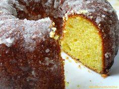 A simplicidade do clássico bolo de fubá somada ao sabor cítrico do limão e a casquinha crocante de açúcar fazem desse bolo uma combinaç...