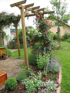 Holz Zaun Pergola Sichtschutz Oben Selber Bauen | Zaun Gestaltung ... Holz Pergola Rutikal Garten