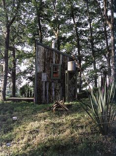 Tiny rustic modern cabin / The Green Life <3