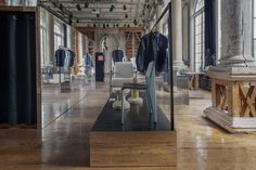 i29 gave Frame design magazine's pop-up shop in Amsterdam the feeling of an extensive floor plan with a series of mirrors. The straightforward concept provides additional grandeur and sophistication to the already regal interior of the historic Felix Meritis building.  Courtesy of i29 Interior Architects.