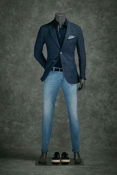 Casual outfit presenting through mannequin. #men'scasualoutfits