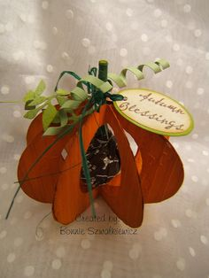 3-d lolly pumpkin table place-card....cute idea for the children's table at Thanksgiving.