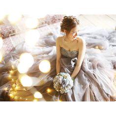 「光とプレ花嫁♡ #rubanwedding #keikostyle #portebleue #ヘアメイク #photo #前撮り #weddingdress #ヘアセット #ヘアアレンジ #高松…」グレー カラードレス gray