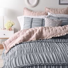 Add stunning texture and dimension to your bedroom decor with this elegant LC Lauren Conrad Braided comforter set. Pink Dorm Rooms, Pink Bedroom Decor, Pink Room, Bedroom Colors, Blush Pink And Grey Bedroom, Bedroom With Couch, Bedroom Ideas, Master Bedroom, Cute Dorm Rooms