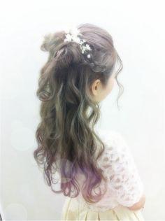 The flower girls hair
