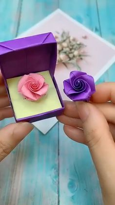 Trendy birthday gifts diy for friend crafts ideas Cool Paper Crafts, Paper Flowers Craft, Paper Crafts Origami, Flower Crafts, Origami Flowers, Origami Art, Origami Boxes, Origami Bookmark, Paper Flowers Wedding