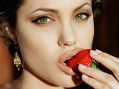 angelina-jolie-strawberries-seductive