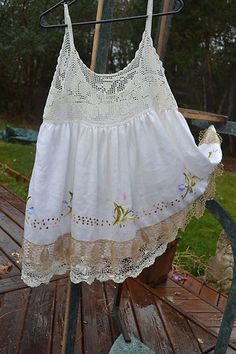 Lucky Penny Wear Vintage Magnolia stitch lace to spaghetti straps to widen, looks cute too Embroidered Crochet Bodice Pearl Top Shabby Chic Outfits, Ropa Shabby Chic, Vintage Outfits, Magnolia Pearl, Fru Fru, Romantic Outfit, Altered Couture, Lace Outfit, Linens And Lace
