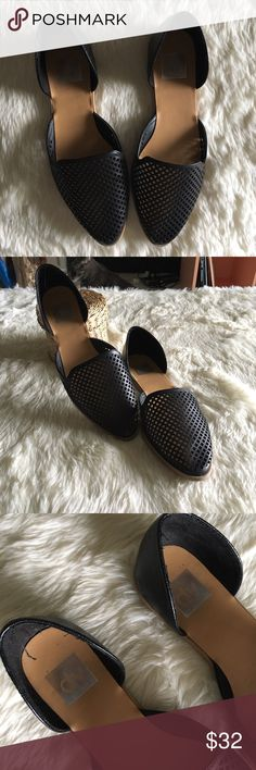 🌻Dolce Vita Faux Leather Mesh Pointed Toe Flats🌻 These Dolce Vita shoes are perfect for work or to toss in your bag for some relief after a night out in heels. These are in excellent used condition with minor wear on the bottom. As always, comment with any questions!! Dolce Vita Shoes Flats & Loafers