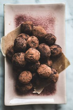 Lavender Truffles Just Desserts, Delicious Desserts, Dessert Recipes, Yummy Food, Healthy Food, Vegetarian Chocolate, Chocolate Recipes, Non Plus Ultra, Chocolate Belga