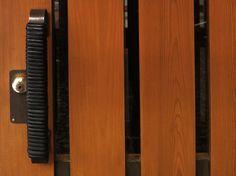 Säynätsalo Town Hall door handle – Bronze wrapped in leather
