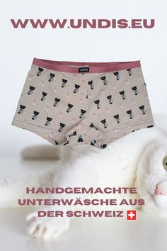 UNDIS www.undis.eu die bunten, lustigen und witzigen Boxershorts & Unterhosen für Männer, Frauen und Kinder. Handgemachte Unterwäsche - ein tolles Geschenk! #undis #kinderzimmerideen #kinderzimmerjunge #nähen #diy #kinderzimmermädchen #kindergarten #womensfashion #modischeoutfits #herrenbekleidung #herrenboxershorts #damenunterwäsche #männergeschenke #frauengeschenke #handmade #selfmade #familie #kids #boys #girls Casual Shorts, Women, Fashion, Sew Gifts, Gifts For Women, Funny Underwear, Gift Ideas For Women, Men's Boxer Briefs, Trendy Outfits