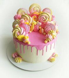 Birthday Cake Decorating Candy Food Ideas For 2019 Rosa Desserts, Pink Desserts, Wedding Desserts, Pretty Cakes, Beautiful Cakes, Amazing Cakes, Wedding Cakes With Cupcakes, Cupcake Cakes, Birthday Cake Decorating