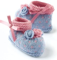 Baby Knitting Patterns Free knitting pattern for babies & gorgeous bootees Teddy Bear Knitting Pattern, Baby Knitting Patterns, Crochet Patterns, Doll Patterns, Free Baby Patterns, Baby Booties Free Pattern, Knit Baby Shoes, Knit Baby Booties, Booties Crochet