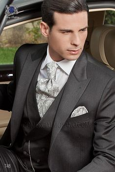 Italian bespoke gray suit in 100% wool fabric with peak lapel and one button closure, style 748 Ottavio Nuccio Gala, Fashion collection.