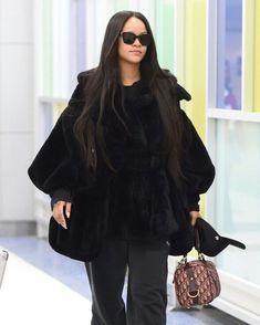 Rihanna Riri, Rihanna Style, Caribbean Queen, Hip Hop Fashion, Iconic Women, Female Fashion, Womens Fashion, Winter Outfits, Personal Style