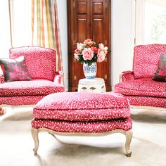 LOVE a client that's loves pink #traditionalwithatwist #fridayfabricfix #pastperfected #classicchic