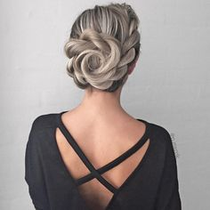 Creative Updos For A Stunning Look ❤️ Whether you prefer loose or vintage hairstyles, find the elegant wedding updos for long hair for bride or bridesmaid with us. Trending Hairstyles, Hairstyles Haircuts, Vintage Hairstyles, Cool Hairstyles, Bridal Hairstyles, Latest Hairstyles, Long Haircuts, Prom Hair Medium, Medium Hair Styles
