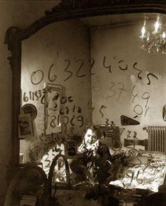 """"""" Ma i poeti, nel loro silenzio, fanno ben più rumore di una dorata cupola di stelle / Pero los poetas, en su silencio, hacen mucho más ruido que una dorada cúpula de estrellas.""""Alda Merini by Guido Harari"""