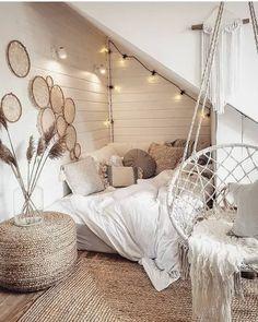 Cute Bedroom Decor, Bedroom Decor For Teen Girls, Room Design Bedroom, Room Ideas Bedroom, Home Bedroom, Girl Bedrooms, Bedroom Inspo, Boho Teen Bedroom, Cute Teen Bedrooms