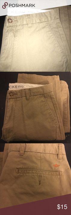 Men's 32/32 dockers classic khaki Men's 32/32 classic 03 khaki. Good condition Dockers Pants Chinos & Khakis