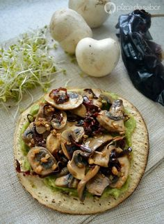Tostadas de champiñones al ajillo Easy garlic mushrooms for botanear or to serve with some tortillas or toasts and a little guacamole. Serve them as a light vegetarian meal or dinner or to accompany another dish. Veggie Recipes, Mexican Food Recipes, Vegetarian Recipes, Healthy Recipes, Vegetarian Lunch, Healthy Tips, Delicious Recipes, Healthy Cooking, Healthy Snacks