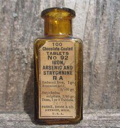 Old Amber Poison Medicine Bottle w/ Original Label - Parke Davis & Co. Antique Glass Bottles, Apothecary Bottles, Old Bottles, Vintage Bottles, Vintage Labels, Vintage Ads, Vintage Posters, Vintage Perfume, Perfume Bottles