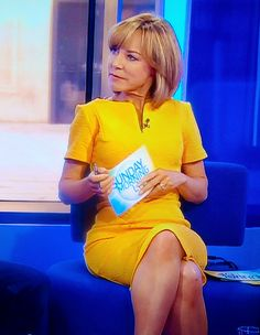 BBC presenter and broadcaster Sian Williams - Sexy Older Women, Sexy Women, Bbc Breakfast Presenters, Bbc Presenters, Yellow Peril, Newsreader, Older Beauty, Tv Girls, In Pantyhose