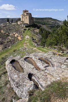 Un paseo en torno a Sedano con Delibes en la memoria (Burgos) | Siempre de paso Ebro, Mansions, House Styles, Water, Travel, Outdoor, Lakes, Blue Pits, Gripe Water