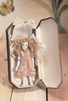 View Catalog Item - Theriault's Antique Doll Auctions - jointed elbows extra clothes