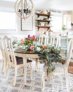 35 Amazing Summer Dining Room Decor Ideas You Will Love Wall Decor, Room Decor, Summer Diy, Summer Ideas, Colorful Interiors, Farmhouse Decor, Farmhouse Style, Tablescapes, Diy Home Decor