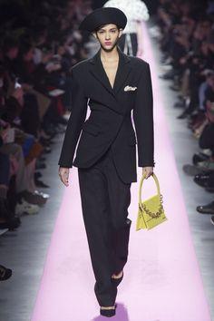 Jacquemus Fall 2017 Ready-to-Wear Fashion Show Collection: See the complete Jacquemus Fall 2017 Ready-to-Wear collection. Look 12 Fashion Week, Fashion 2017, Runway Fashion, High Fashion, Unique Fashion, Paris Fashion, Fashion Tips, Jacquemus, Fashion Show Collection