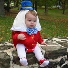 Adorable Baby Halloween costumes that will make you go awww. There's something so fun about adorable babies in Halloween costumes! These pictures of Halloween Baby Costumes are sure to make you smile. Primer Halloween, Fete Halloween, Costume Halloween, Toddler Halloween, Homemade Halloween, Halloween Costumes For Babies, Halloween Ideas, Babies In Costumes, Children Costumes