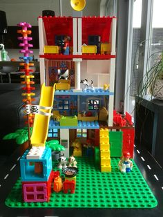 Duplo house wall paper