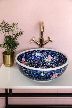 Bathroom Inspiration, Home Decor Inspiration, Decor Ideas, Bathroom Interior Design, Interior Decorating, Interior Modern, Interior Paint, Beautiful Bathrooms, White Bathrooms
