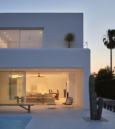 Carmen House is a minimalist residence located in Alicante, Spain, designed by Carles Faus Arquitectura - architecture Minimalist Architecture, Amazing Architecture, Architecture Design, Minimal House Design, Minimal Home, Mediterranean Architecture, Mediterranean Homes, Exterior Design, Future House