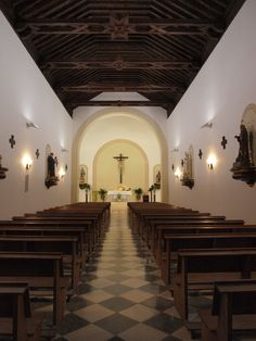 Interior Iglesia del Dulce Nombre del Niño Jesús de Yegen, vista desde la entrada. Fotografía realizada en Yegen por alumnos de la asignatura de Dirección Artística (CAV-UPV, Campus de Gandía)  como trabajo de campo.