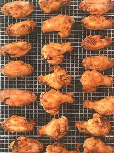 Oven Fried Chicken Wings, Grilled Chicken Wings, Fried Chicken Recipes, Crispy Oven Chicken Wings, Crispy Baked Wings, Recipes For Chicken Wings, Oven Baked Wings, Best Baked Chicken Wings, Chiken Wings