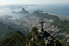 Rio de Janeiro -  Capital fluminense receberá a grande final e mais seis partidas .Cristo Redentor e Pão de Açúcar, ao fundo; dois dos pontos turísticos mais visitados na Cidade Maravilhosa .Companhia de Turismo do Estado do Rio de Janeiro (TurisRio) ::: http://www.turisrio.rj.gov.br