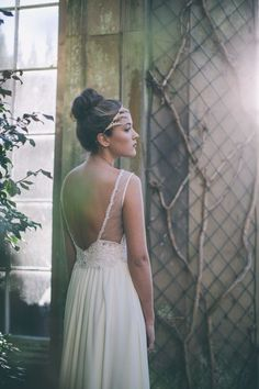 Backless wedding dress by Maria Senvo
