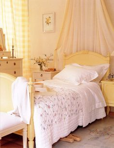 a perfect bedroom for a girl - beautiful yellow tones