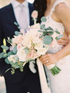 ivory green bridal bouquet http://itgirlweddings.com/blush-and-lilac-wedding-perfection/