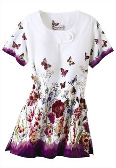 Bring a spark of creativity to your nursing uniform with print and graphic scrub tops for women. Order fun scrubs at Scrubs & Beyond today! Medical Uniforms, Work Uniforms, Nursing Uniforms, Vet Scrubs, Medical Scrubs, Scrubs Uniform, Greys Anatomy Scrubs, Peeling, Scrub Tops