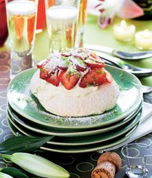 Pavlova - marengskager der smelter på tungen - Dessert - Kage & dessert - Isabellas