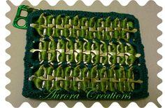 Bustina portachiavi realizzata con linguette barattoli nastro raso e filo di cotone