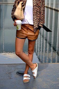 How To Wear: Birkenstock Sandals For Women - Fashion Outfits Birkenstock Outfit, Birkenstock Fashion, White Birkenstock, Birkenstock Arizona, Fashion Mode, Look Fashion, Korean Fashion, Fashion Trends, Street Style