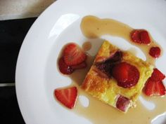 Pudín de chocolate blanco y fresas. White chocolate pudding with berries