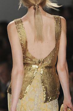@Karmien Nys Tahari Sensual Gold