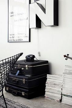 Ihana koti/ home sweet home Vintage Suitcases, Black And White Love, Office Workspace, White Rooms, Built Environment, White Decor, Bar, Decoration, Home Accessories